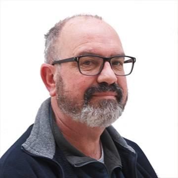 Dr Adrian  Turner
